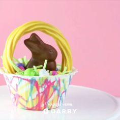 How to Make Mini Chocolate Easter Baskets #darbysmart #diy #recipe #easterideas #easterdiy #easterrecipes