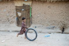 https://flic.kr/p/ezHjFD | #flickr21days - Week 22 - Good Times! | In the Afghan refugees camp near Islamabad, Pakistan.