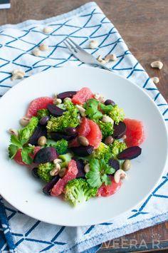 Punajuuri-parsakaalisalaatti verigreipillä on ihana talvinen kevyt ruoka.