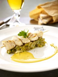 Grilled scallops with sautéed endives and a white beer hollandaise