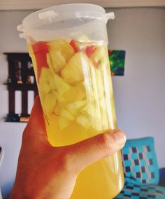 Fat flush, liver cleanse, metabolism boosting detox drink: 1/2 apple, 1/2 medium cucumber, 2 capfuls organic apple cider vinegar, 1/3 tsp tumeric powder with 400ml water. Add lemon and honey if you want to add more flavour! #weightlosstips