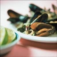 Mosselen met citroengras en Thaise basilicum - Recepten - Culinair - KnackWeekend.be