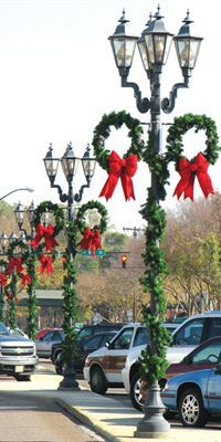 Downtown Decorations Pine Wreath Pole Commercial Christmas Holiday Lights
