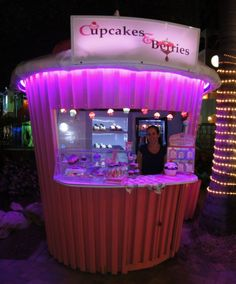 #aioutlet if I get a crazing for something sweet. I can hit up the Cupcakes and Berries kiosk at the Paseo Herencia Mall, Aruba.