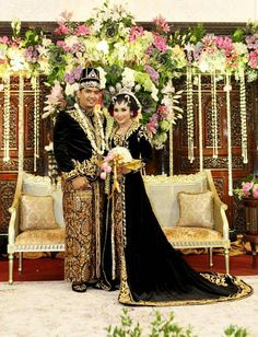 Javanese wedding Kebaya Wedding, Hijab Wedding Dresses, Wedding Attire, Javanese Wedding, Indonesian Wedding, Wedding Poses, Wedding Photoshoot, Traditional Wedding, Traditional Dresses
