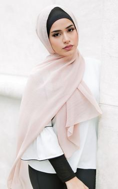 Our Solid Chiffon scarves feature a smooth, light weight polyester chiffon fabric, providing a sophisticated and classic finish to any hijab style. Textile: Polyester Chiffon Dimension: x Contour: Long Rectangle Thickness: Light Texture: Smooth Arab Girls Hijab, Girl Hijab, Hijab Outfit, Simple Hijab, Hijab Casual, Modest Dresses, Modest Outfits, Muslim Fashion, Hijab Fashion