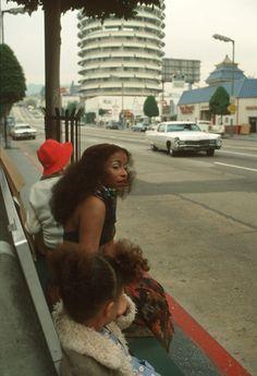 "lustnspace: ""Chaka Khan waiting at the bus stop in Hollywood near Capitol Records building. Vintage Black Glamour, Vintage Beauty, Shakira, Beautiful Black Women, Beautiful People, You're Beautiful, Dona Summer, Skin Girl, Chaka Khan"