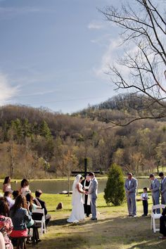 Image from http://indieweddingguide.com/wp-content/uploads/2015/04/lakeside-wedding-ceremony.jpg.