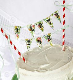 "Make an ""I Love You"" cake bunting"