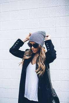 Casual fall look | White tee, black coat, glasses and striped beanie