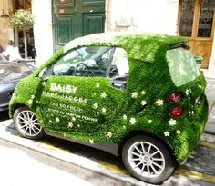 Marc Jacobs - Grass covered smart car! | #ambient #outdoor #creative #guerillamarketing  #guerilla #ambientmedia  #car #wrapping < repinned by www.BlickeDeeler.de | Follow us on www.facebook.com/blickedeeler