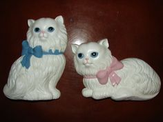 Vintage White Plastic Kittens Wall Décor 2 by BackStageVintageShop