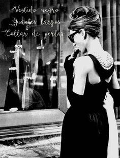 """Mirada retro en modo """"ON"""". #Breakfast at Tiffany´s. Destacado: vestido negro, guantes largos, collar de perlas"""