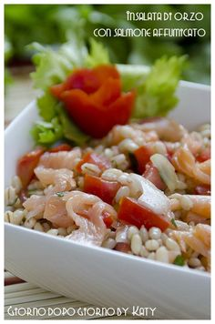 Insalata di orzo con salmone affumicato | Giorno dopo giorno by Katy Healthy Finger Foods, Healthy Recipes, Couscous Quinoa, Healthy Meal Prep, Pasta Salad, Italian Recipes, Food And Drink, Cooking Recipes, Yummy Food