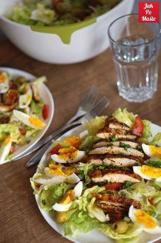 sałatka nicejska z kurczakiem