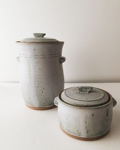 Made of durable stoneware, this fermentation crock is practically foolproof when it comes to ensuring a well aged, mouth puckering vegetable. Constructed with a deep water lock moat around the opening Ceramic Jars, Ceramic Tableware, Fermentation Crock, Fermenting Jars, Pottery Designs, Kitchen Witch, Rustic Farmhouse Decor, Decorative Tile, Earthenware