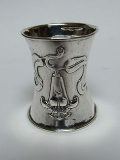 AN EXTREMELY RARE SILVER NAPKIN RING BY OMAR RAMSDEN AND ALWYN CARR (05/21/2012)
