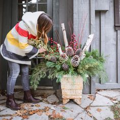 How to Make Outdoor Christmas Planters using Evergreen Boughs Threads & Blooms - Planters - Ideas of Planters Outdoor Christmas Planters, Christmas Garden, Christmas Porch, Outdoor Christmas Decorations, Christmas Time, Christmas Crafts, Holiday Decor, Outdoor Planters, Diy Christmas Arrangements