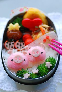 small pig and ladybug bento