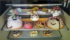 Yummy cakes, fun too! Shop window, Rotterdam. [near my old work - audio studio] photo : Jeroen Figee 2014