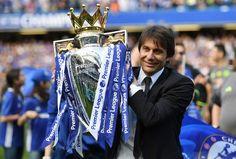Intervistato da Sky Sport durante la festa del Chelsea a Stamford Bridge, Antonio Conte decide di non rispondere alle domande sul suo futuro.