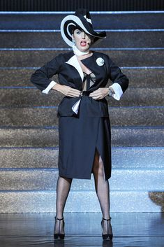 Jean Paul Gaultier Spring 2015 Ready-to-Wear Fashion Show - Rossy de Palma