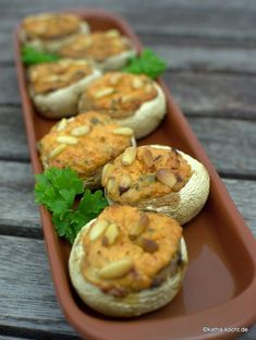 Tapas – Champignons mit Paprikafüllung und Pinienkernen Tapas – mushrooms with peppers and pine nuts – Katha-kocht! Hamburger Meat Recipes, Sausage Recipes, Vegan Appetizers, Appetizer Recipes, Drink Recipes, Healthy Eating Tips, Clean Eating Snacks, Healthy Nutrition, Tapas Spain