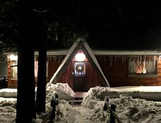Check out this awesome listing on Airbnb: Rustic Cabin 5min from slope & lake - Houses for Rent in Big Bear Lake - Get $25 credit with Airbnb if you sign up with this link http://www.airbnb.com/c/groberts22