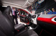 Toyota Aygo model 2014 har ramt det danske marked. Den lille bil lægger i den grad op til hård konkurrence med det strømlinede design, sine legende køreegenskaber og de højteknologisk features.