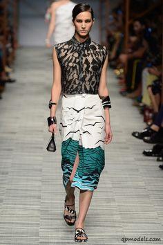 Milan Fashion Week: Missoni Spring/Summer 2014 - http://qpmodels.com/interesting/3238-milan-fashion-week-missoni-spring-summer-2014.html