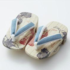 下駄 (geta), a Japanese wooden clogs for ゆかた (yukata) style. A hand painted 琉金…