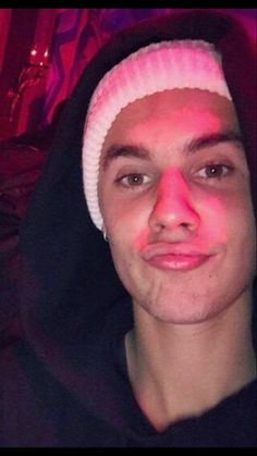Justin Bieber does duckfaces.