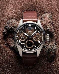 Gran Reloj de Aviador Calendario Perpetuo Edición «Antoine de Saint Exupéry» con el que IWC conmemora desde el año 2006 la obra que marcó…