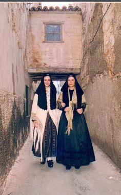 Quinto, Zaragoza, Spain. Trajes tradicionales antiguos (recreación). Fotografía de Manuel Bes