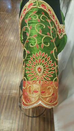 Hand Work Blouse Design, Simple Blouse Designs, Blouse Back Neck Designs, Wedding Saree Blouse Designs, Pattu Saree Blouse Designs, South Indian Blouse Designs, Maggam Work Designs, Kurti Embroidery Design, Designer Blouse Patterns