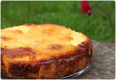 Pineapple Cake This Azorean pineapple cake recipe is very easy to make and is delicious.This Azorean pineapple cake recipe is very easy to make and is delicious. Food Cakes, Cupcake Cakes, Cupcakes, Portuguese Desserts, Portuguese Recipes, Portuguese Food, Portuguese Sweet Bread, Pineapple Upside Down Cake, Pineapple Cake