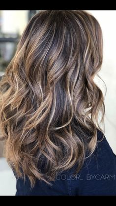 Shadow Roots Together with Balayage - What Is Shadow Root Hair: Benefits, Techniques, and Variations - The Trending Hairstyle Brunette Hair Color With Highlights, Balayage Hair Blonde, Brown Blonde Hair, Hair Highlights, Ombre Hair, Bayalage, Haircolor, Medium Hair Styles, Curly Hair Styles