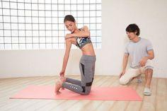 これなら続く!1日5分の体幹エクササイズ | GATTA(ガッタ) Yoga Fitness, Health Fitness, Body Stretches, Natural Remedies For Anxiety, I Work Out, Nice Body, Glutes, Massage, Exercise
