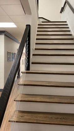 Staircase with cable railing and a continuous grab-rail. Built by Pascoal Carpentry Staircase Design Modern, Staircase Railing Design, Interior Stair Railing, Modern Stair Railing, Home Stairs Design, Modern Stairs, Stairs Tiles Design, Stairway Railing Ideas, Cable Stair Railing