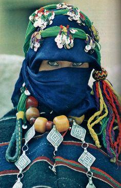 National Geographic, janvier 1980: berber brides fair. By Carla Hunt, photographs by Nik Wheeler.