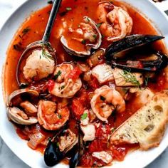 This authentic cioppino recipe from the Barefoot Contessa is loaded seafood and shellfish for a healthy dinner that's ready in just about an hour. Authentic Cioppino Recipe, Cioppino Recipe Easy, Seafood Soup Recipes, Seafood Stew, Fish Recipes, Shrimp Recipes, Easy Healthy Recipes, Great Recipes, Easy Meals