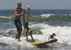 Full family surf. #yakima #surfing #takemorefriends #dogs