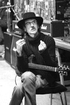 charly garcia Sound Of Music, Music Is Life, Rock Argentino, Heavy Rock, Old Music, Britpop, Crazy Kids, Music Pictures, Celebrity Portraits