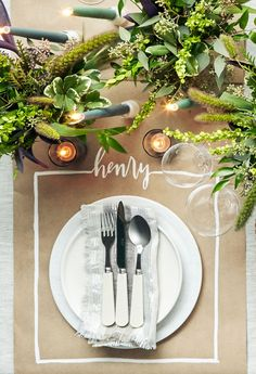 This Thanksgiving place card and place mat combo can be effortlessly made with kraft paper and linens.