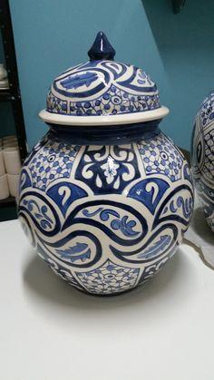 Ceramic Furniture, Pottery Bowls, Tile Art, Delft, Blue And White, Vase, Texture, Ceramic Tile Crafts, Calla Lilies