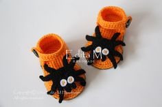 Crochet baby sandals gladiator sandals Halloween by EditaMHANDMADE Crochet Crafts, Crochet Yarn, Baby Gladiator Sandals, Crochet Poncho With Sleeves, Baby Girl Vest, Baby Slippers, Slippers Crochet, Crochet Baby Sandals, Baby Booties