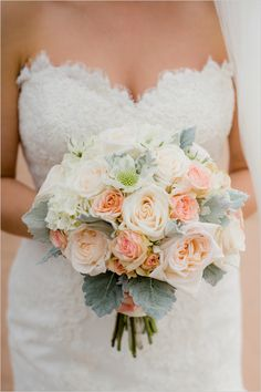 peach rose bouquet @weddingchicks