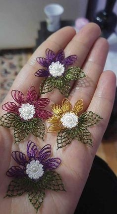 This Pin was discovered by Nur Crochet Gifts, Crochet Doilies, Crochet Flowers, Crochet Lace, Filet Crochet, Crochet Stitches, Crochet Patterns, Needle Lace, Bobbin Lace