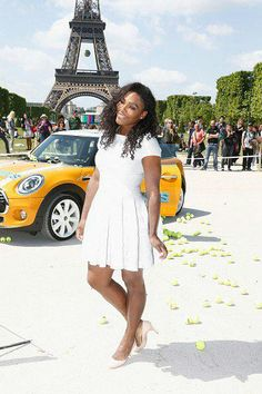 Serena Williams Brown black queens girl in Paris tower Serena Williams Photos, Venus And Serena Williams, Beautiful Black Women, Beautiful People, Professional Tennis Players, Tennis Stars, It Goes On, Athletic Women, Celebs
