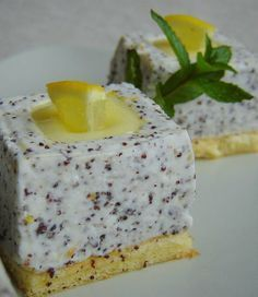 mákos joghurtkocka lemon curd-del töltve My Recipes, Sweet Recipes, Cookie Recipes, Favorite Recipes, Hungarian Desserts, Hungarian Recipes, Poppy Cake, Cake Bars, Tea Cakes